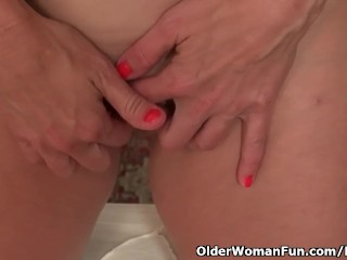 American milf Tricia Thompson wishes orgasmic excitement