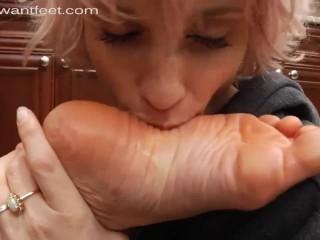 Dish foot worship