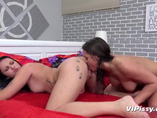 Naughty Lesbians Soak Every Different In Golden Piss