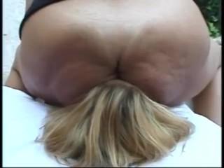 Bra facesitting. Mature on younger sub. Spit on the finish