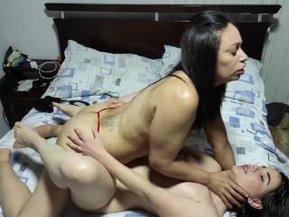 AbrilFox recibe a su mejor amiga Samanta en su habitación para fallársela
