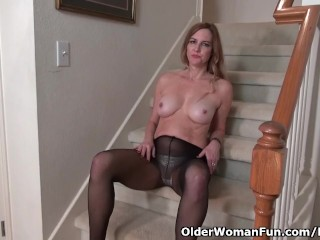 American milf Phoebe Waters stocks her fuckable pussy with us