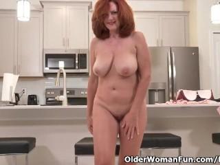 American milf Andi James rubs her beautiful pussy