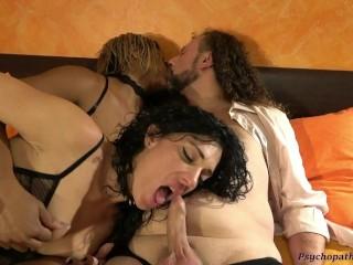 Troia Viene Scopata Da Coppia. Lesbian Strap On Pompini French Kissing Ditalini e Cazzo in Figa ITA