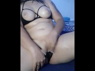 Caliente colombiana con lenceria se masturba frente a ti hasta tener un orgasmo