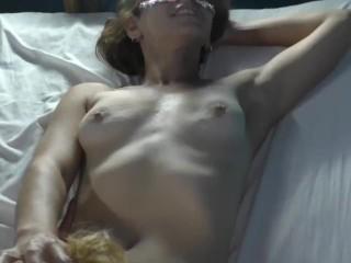 vecina lesbiana grita y me chupa l. a. vagina mientras le rompen el culo