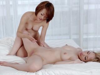 Ayumi Kuroki & Airi Mashiro – Double Masturbation