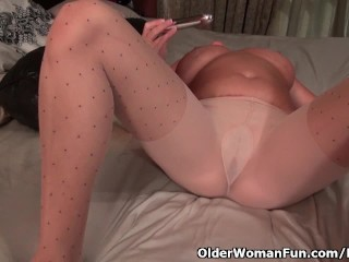 American milf Brandi Smith works her needy pussy