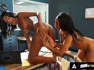 Attractive Ebony Stepsisters Pass Wild In Faculty Study room All through Their Destroy