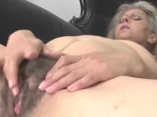 mature mom masturbating gazing xhamster