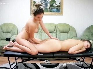 Great Ass Lesbi Chick Has Therapeutic massage & Fingerbang Excitement