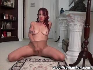 American milf Heidi palms her pantyhosed pussy