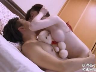 【全网首发 麻豆映画代理出品】皇家华人 清纯女友欲求不满 熊熊监视中