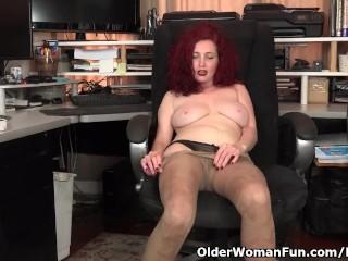 American milf Zinnia Blue takes a masturbation smash
