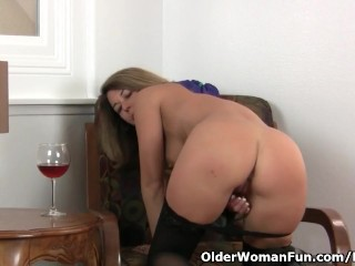 American milf Niki stocks her fuckable pussy with you