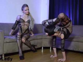 Insanely Versatile Contortionists Alina And Tanya Bend For Your Excitement