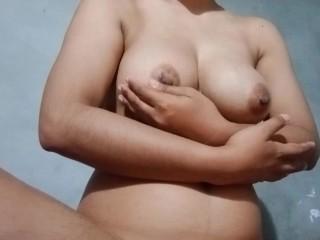 Thai woman knead, therapeutic massage her large boobs หลุด เด็กน้อยไทยนมใหญ่ นวดนมโชว์