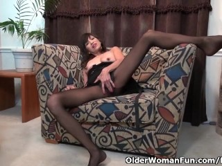 American milf Sahara looks after her woman bits