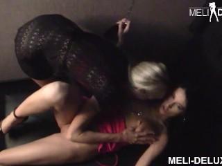 US Pornstar MILF Emma Starr treibt es mit deutscher Amateurin Meli Deluxe