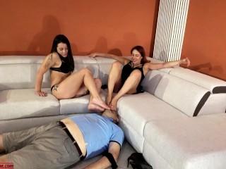 Cuckold Annusa Piedi e l. a. Moglie Si Bacia Con L. a. Sua Amante Lesbica 2 Femdom Foot Domination ITA