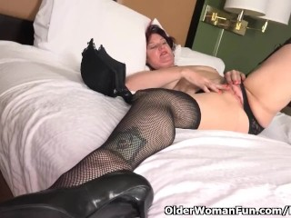 American milf Zoe needs to turn you her fingering talents