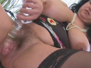 giant titted housewife squirting and masturbating