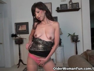 American milf Sahara shall we us experience her arduous nipples and extra