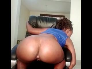 Newbie ebony shake ass on webcam