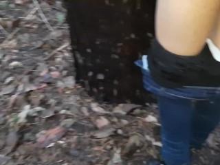 Выебала бутылкой в лесу накануне Нового года – IkaSmoks