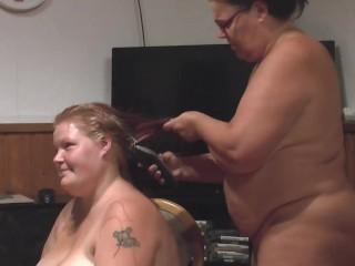 nackten dicken Woman die Haare abgeschnitten 1