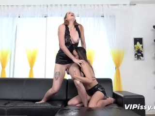 Lesbian Babes Take Piss In Mouth