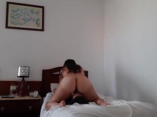 Две загорелые лесбиянки трахнулись в номере отеля – lesbian_illusion