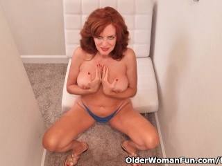 American milf Andi James dips her hands into her ass